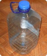Прочее: Пятилитровая пластиковая бутылка для кормушки