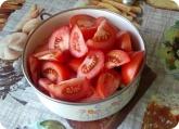 Кулинария: Нарезанные помидоры для салата