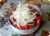 Кулинария: Нарезанный лук для салата