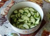 Кулинария: Нарезанные огурцы для салата