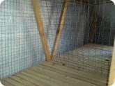 Животноводство и птицеводство: Первый ярус клетки для кроликов внутри