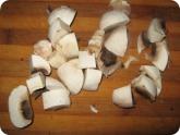 Кулинария: Нарезанные грибы для яичницы