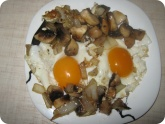 Кулинария: Яичница с грибами и луком