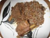 Кулинария: Готовые свиные ребрышки с гречневой кашей