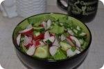 Кулинария: Салат из редиски и огурцов