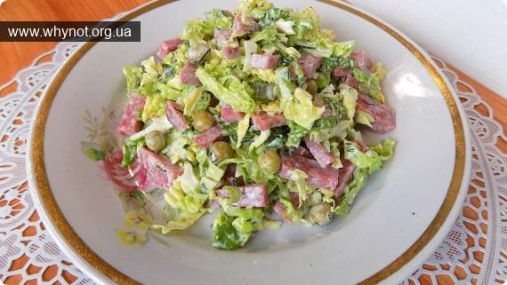 Кулинария: Салат на скорую руку из савойской капусты с колбасой