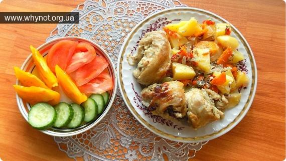 Кулинария: Тушеная курица в духовке в собственном соку с овощами